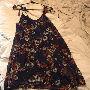 Dresses & Skirts - 🌸Blue floral dress🌸
